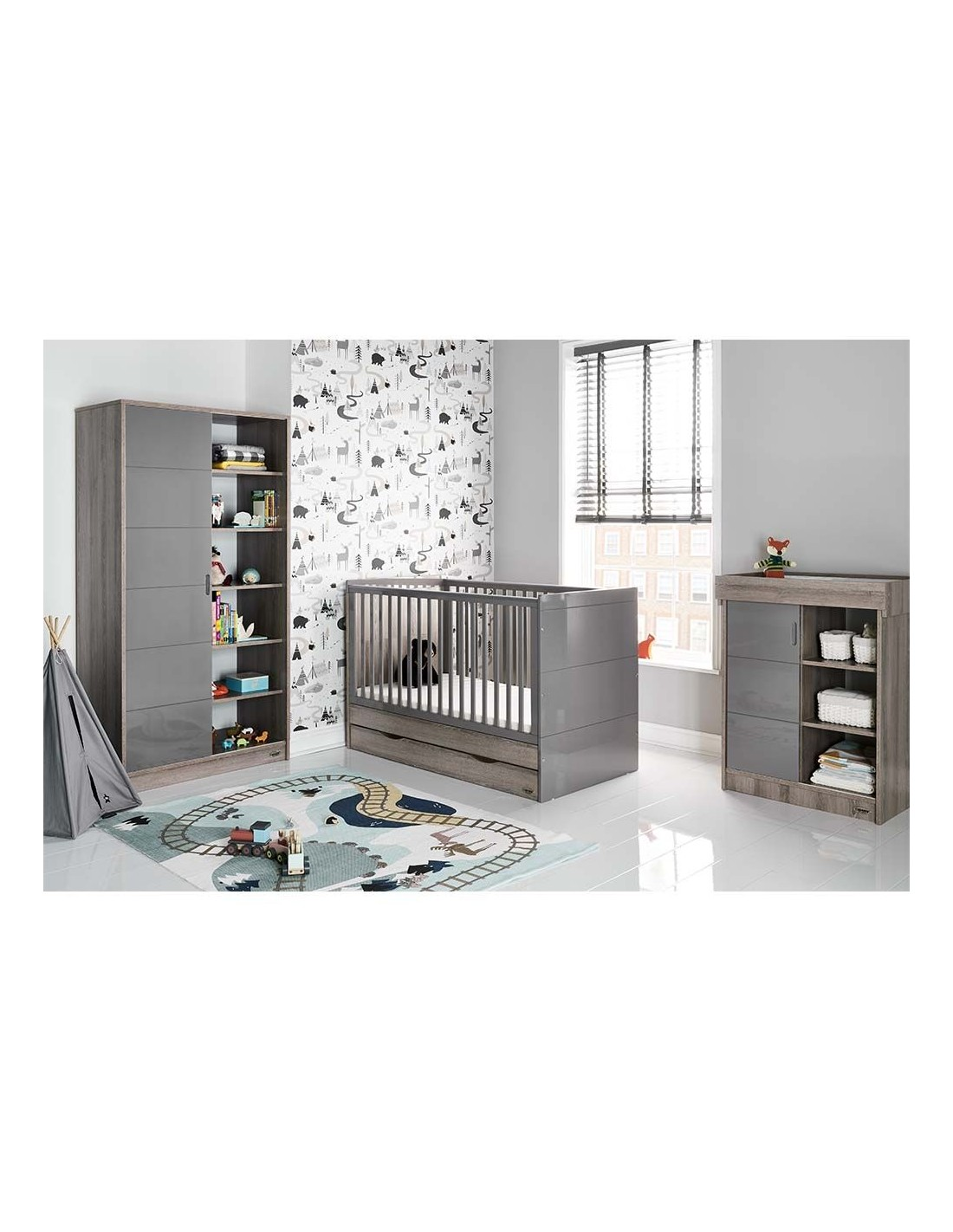 Eclipse Obaby Madrid Cot Bed and Multi Top Changer